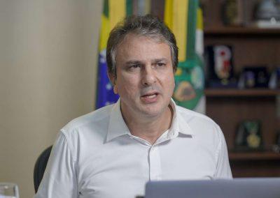 29.03.2021 | Camilo Santana assina decreto que regulamenta vale-gás e atualiza número de leitos de Covid-19