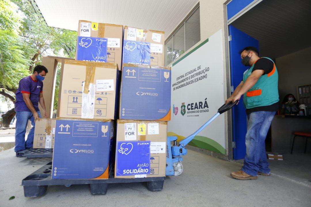 Ceará recebe 231 mil doses para imunizar a população contra a Covid-19